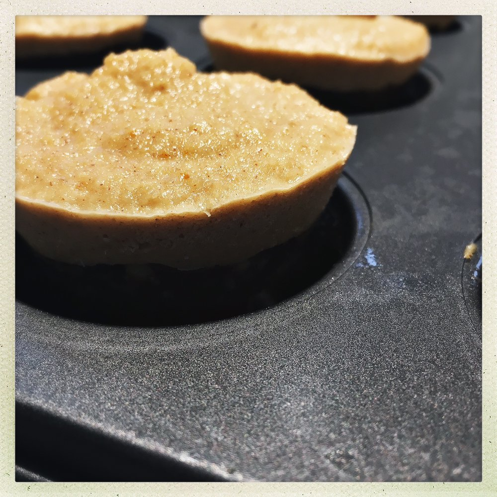 releasing cheesecakes from pan.jpg