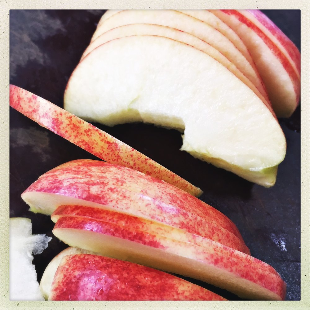 sliced apple.jpg
