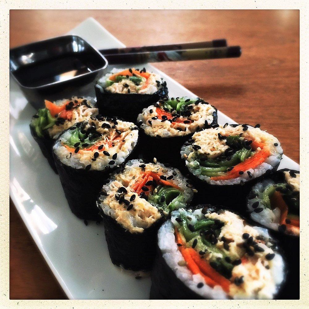 clean spicy tuna sushi rolls5.jpg