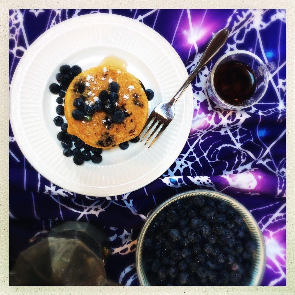 blueberry vegan protein pancakes  7.jpg