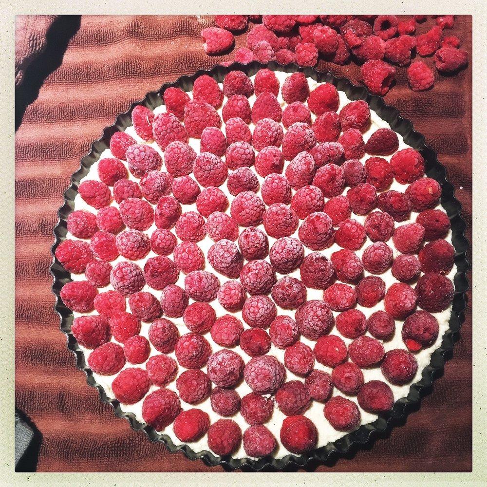 raw vegan raspberry cheesecake tart 3.jpg