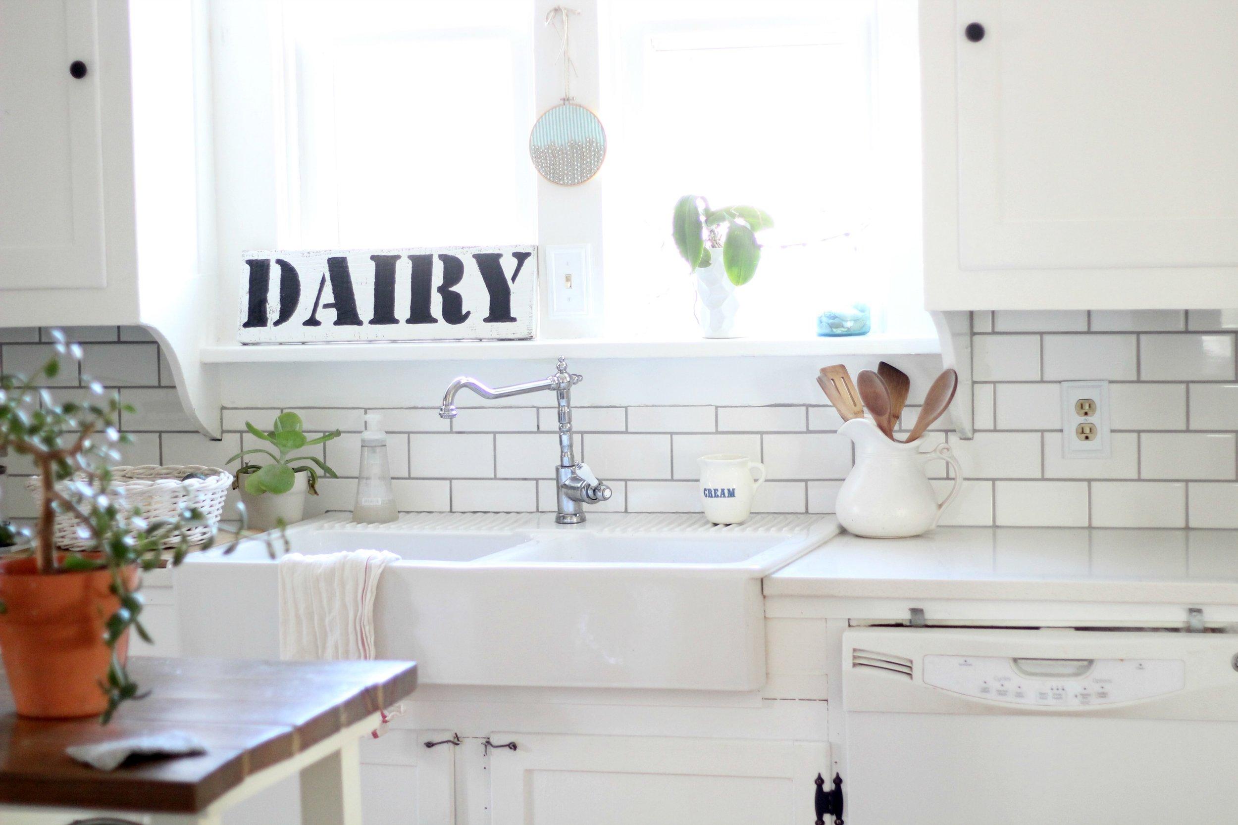 vintage white farmhouse kitchen and farmhouse sink