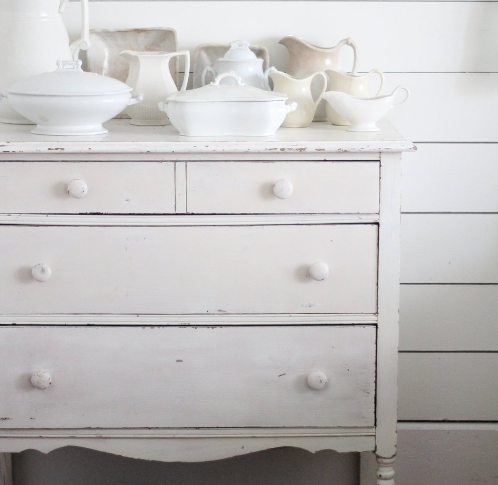 white chippy dresser