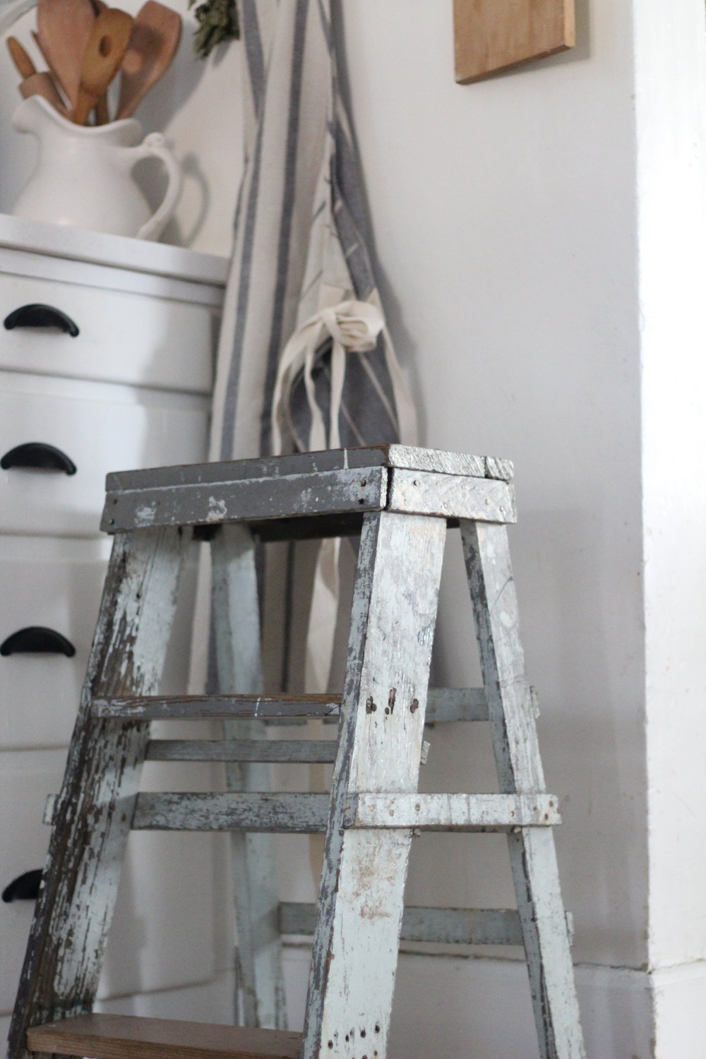 chippy wood ladder