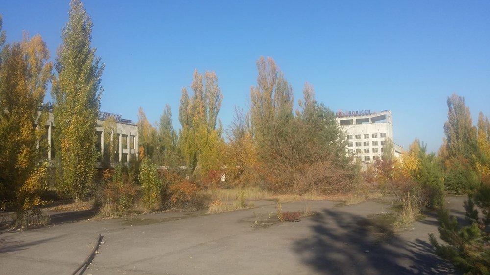 Hoy es una ciudad fantasma donde la vegetación se intenta abrir paso…