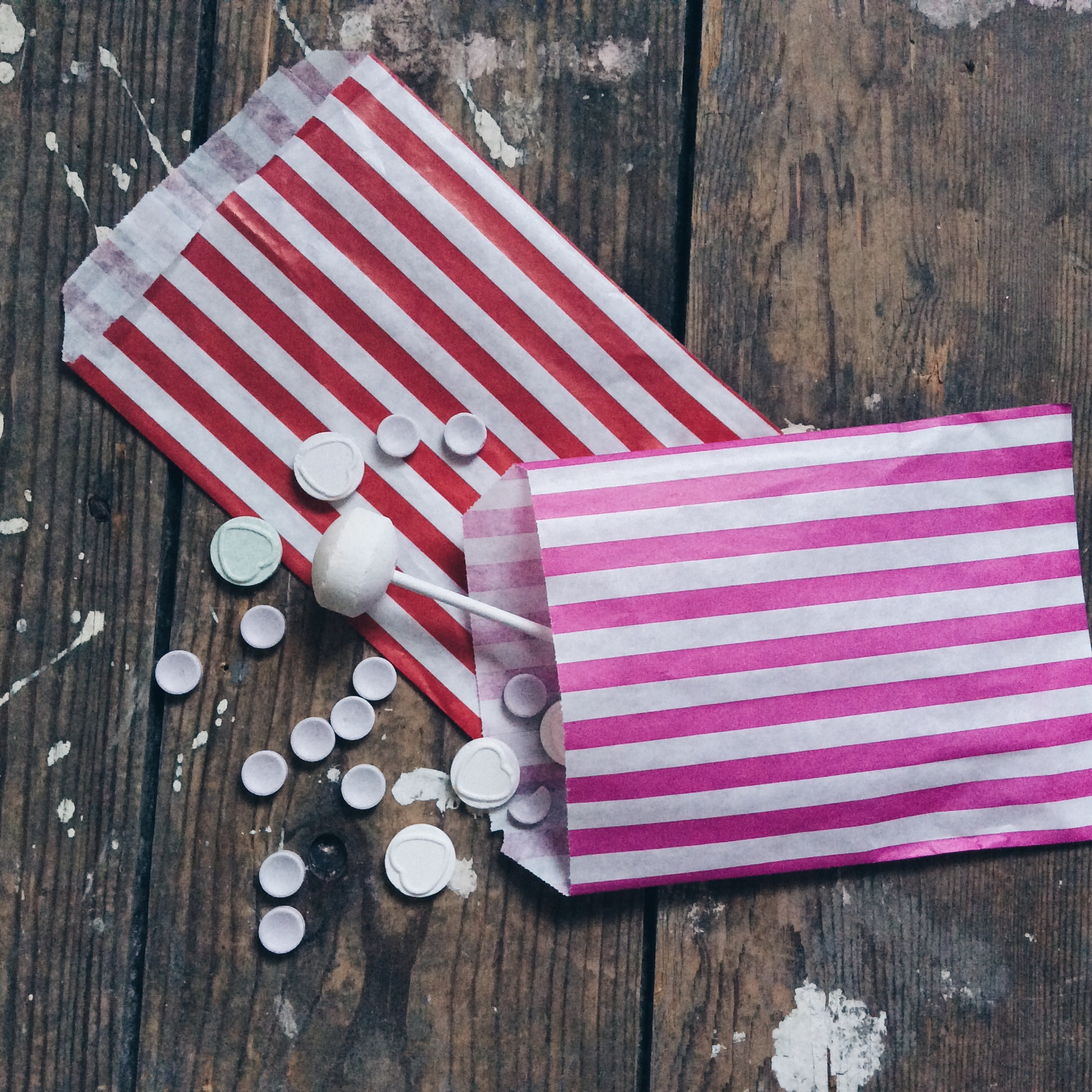 RED CANDY STRIPE PARTY BAGS