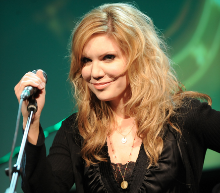 Country star Alison Krauss wearing a vintage pendant Vanessalee necklace