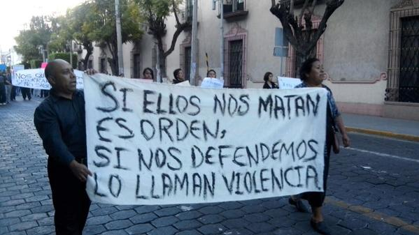 Si ellos nos matan es orden, si nos defendemos lo llaman violencia.    If they kill us, that is order, if we defend ourself, they call it violence.    S'ils nous tuent, c'est de l'ordre; si nous nous défendons, ils parlent de violence