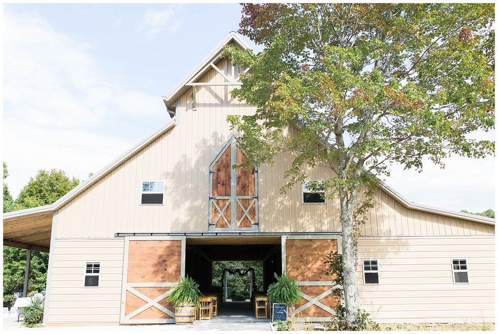KaraBlakemanPhotography_WV_Weddings_Barn_3