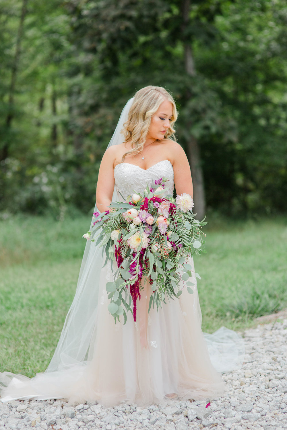 KaraBlakemanPhotography_WV_Weddings_Barn__Beauty_Blogger_16