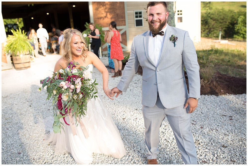 KaraBlakemanPhotography_WV_Weddings_Barn__Beauty_Blogger_19