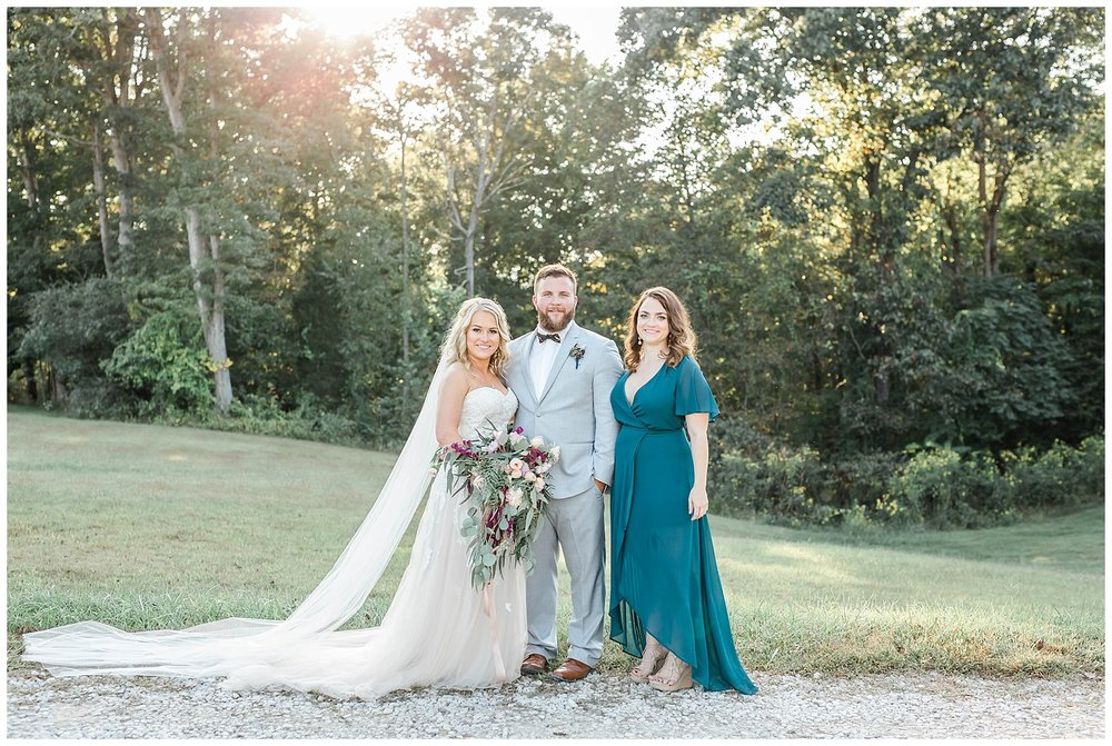 KaraBlakemanPhotography_WV_Weddings_Barn__Beauty_Blogger_28
