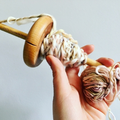 Drop spindle online course - From total beginner to plying and yarn setting, come join the handspinning movement.