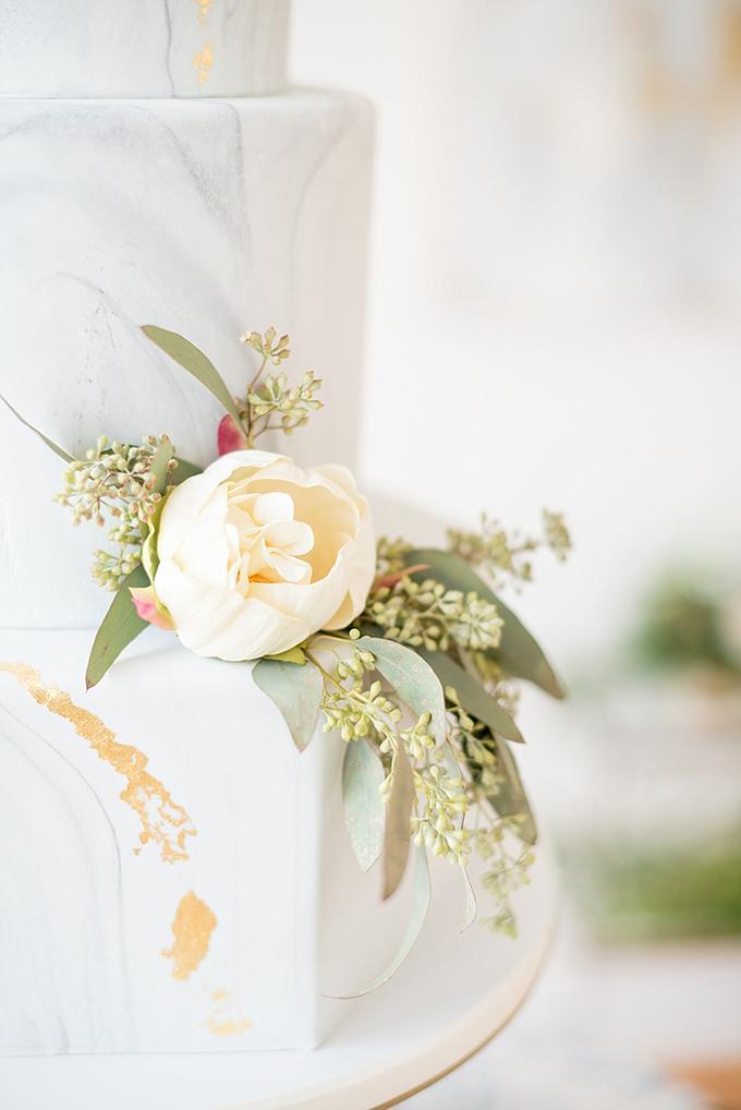 elegant-blue-and-white-wedding-inspiration-Mikkel-Paige-Photography-Glamour-Grace-22.jpg