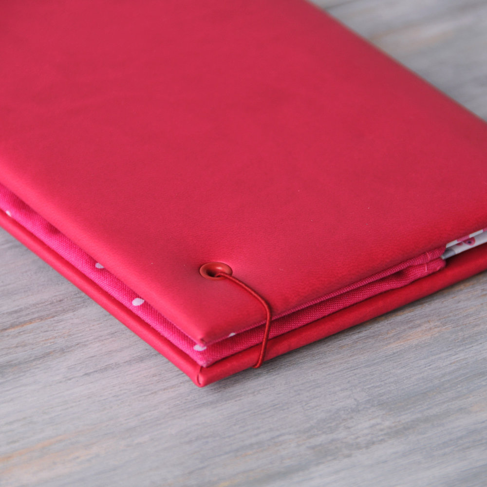 fuchsia-travel-wallet