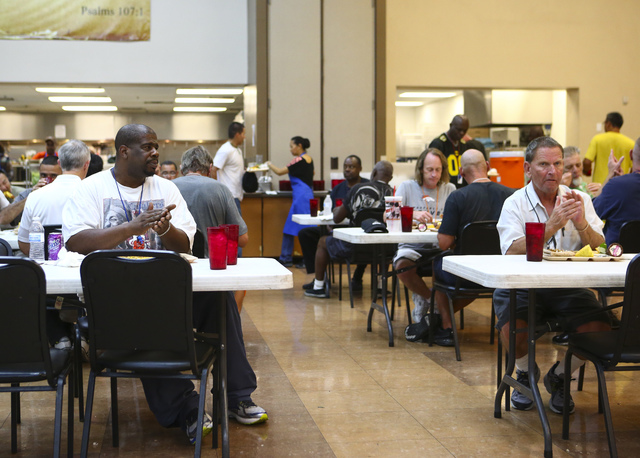 Diners applaud for the musicians. Photograph: Chase Stevens (Las Vegas Review-Journal)