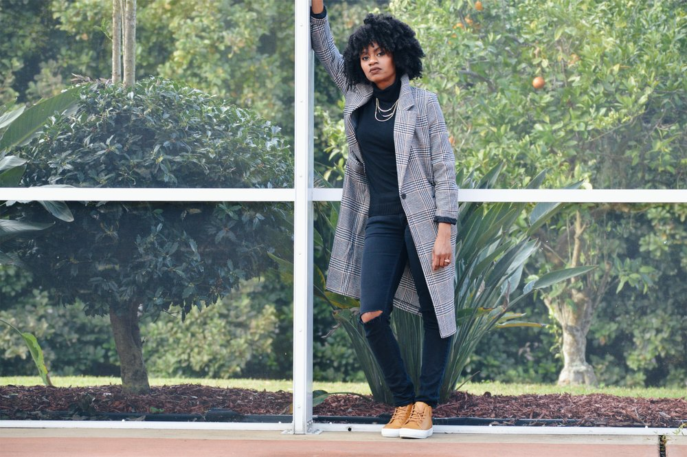 hm long plaid coat black turtle neck black distressed jeans tan sneaker natural hair