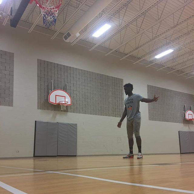 FSA's @kojo_14 brought it today 🔥 #firstseedathletics - - - #basketball #ballislife #basketballneverstops #merch #like #follow #hoopdreams #nba #workout #smart #fitness
