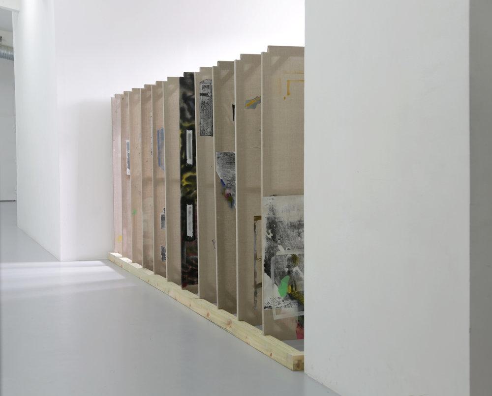 Keeper, 11st målningar(182x102), screentryck, sprayfärg på duk, 196x525x111cm .jpg