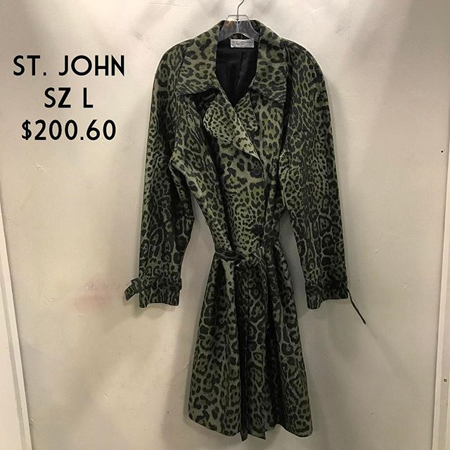St. John Collection Trench Size L $200.60 #stjohn #consignment #fashionista #fairfaxcorner #chicenvy #forsale
