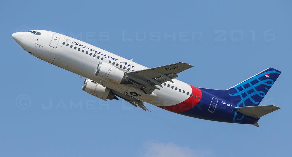 Sriwijaya 737-4 (1 of 1).jpg