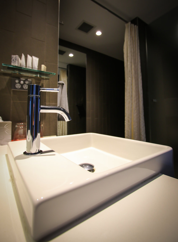22OCT_R707_Bathroom (1 of 1).jpg