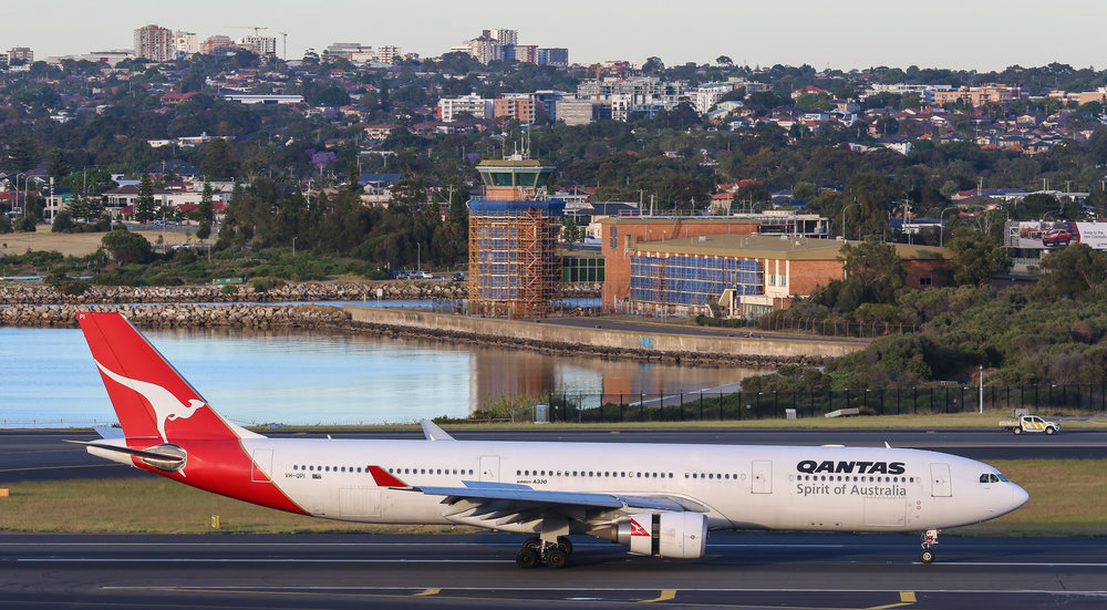 VH-QPI as QF20 MNL-SYD