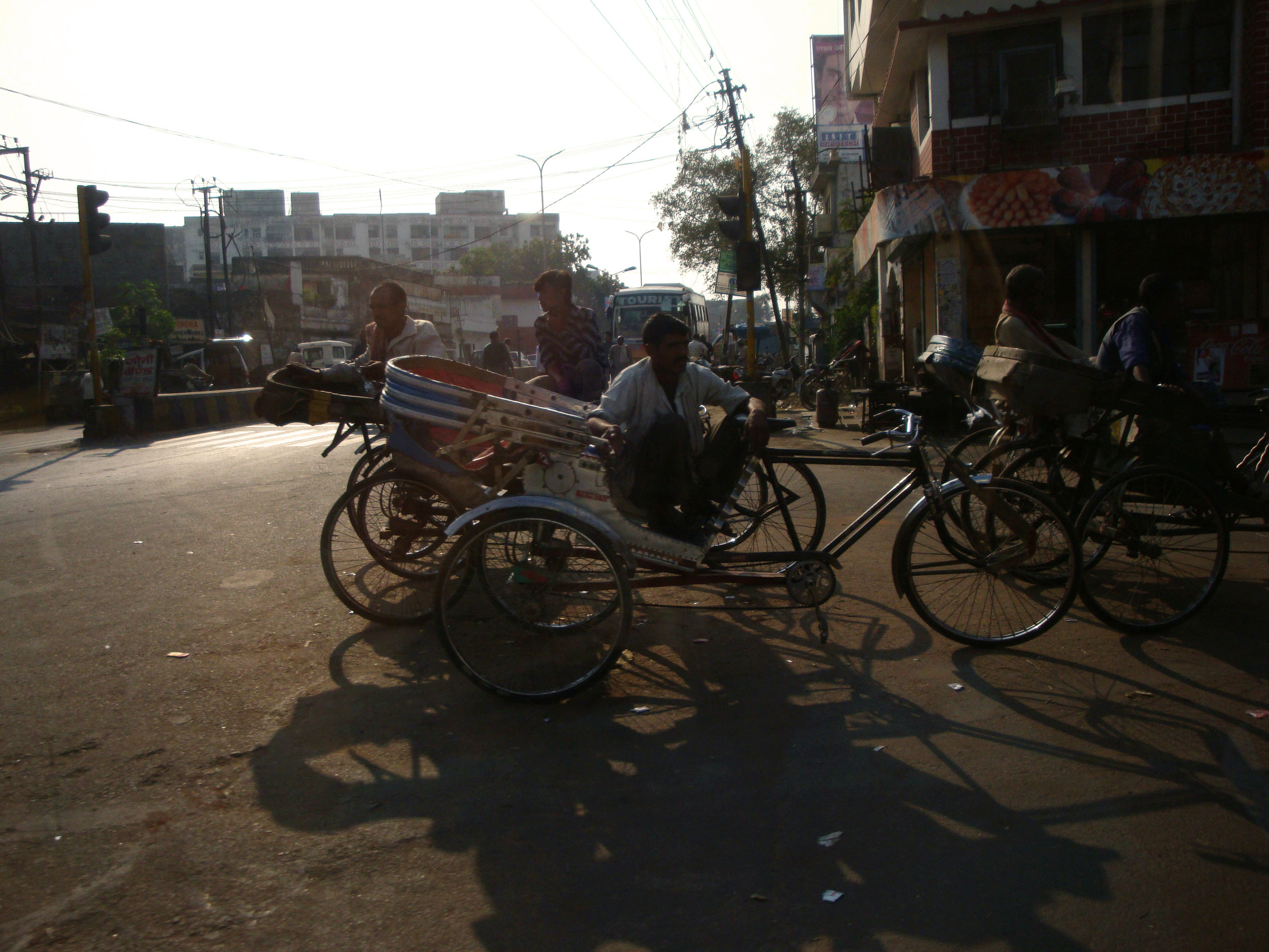 cycle rikshaw lucknow street