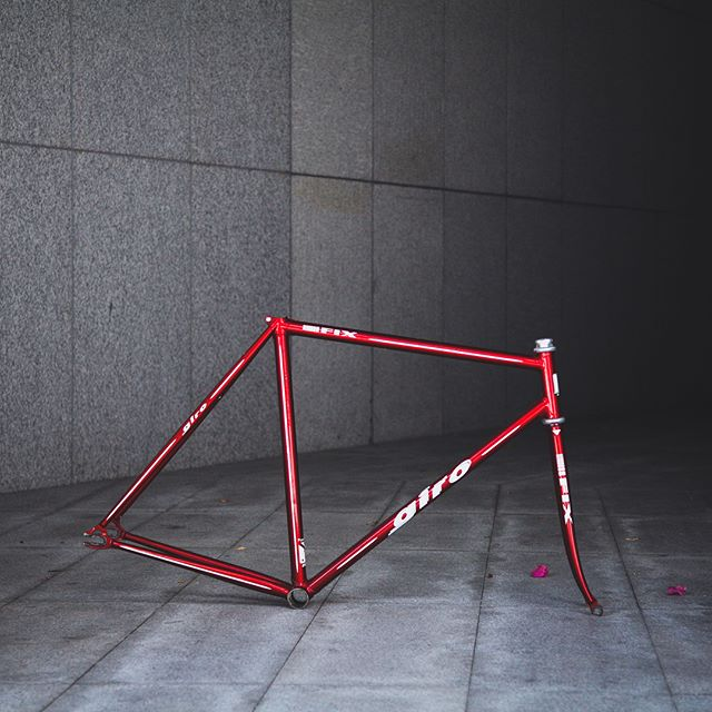 Giro Fix Frame Set,上管长度52CM,竖管长度54CM,我们正在出售这个车架,如果尺寸颜色合适不妨可以考虑,价格3800RMB. . . . #ZealCycling #giro #njs  #cycle #velo #bike #fixedgear #fixie #trackbike #bicycle #cycling #bikeporn #streetfashion #singlespeed #brakeless #pista #ピスト #固定ギア #サイクリング #競輪 #梗牙 #転車 #고정기어 #픽시 #單速車 #死飞 #固齿