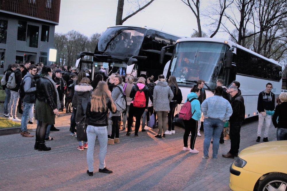 De eerste bussen vertrekken om 05:45 uur