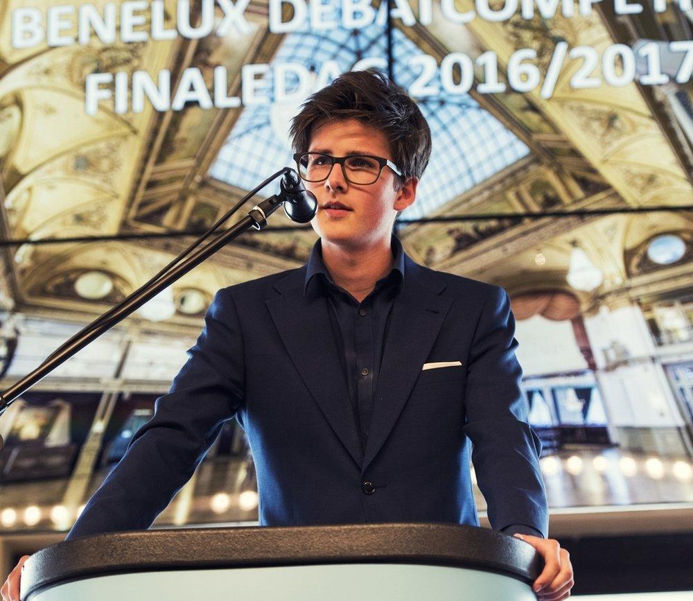 - De Benelux Debatcompetitie is voor scholieren in Nederland en Vlaanderen. Er zijn gedurende het hele schooljaar toernooien in beide landen. Een ideale competitie om debatvaardigheden te ontwikkelen en gedurende het hele schooljaar scherp te houden.
