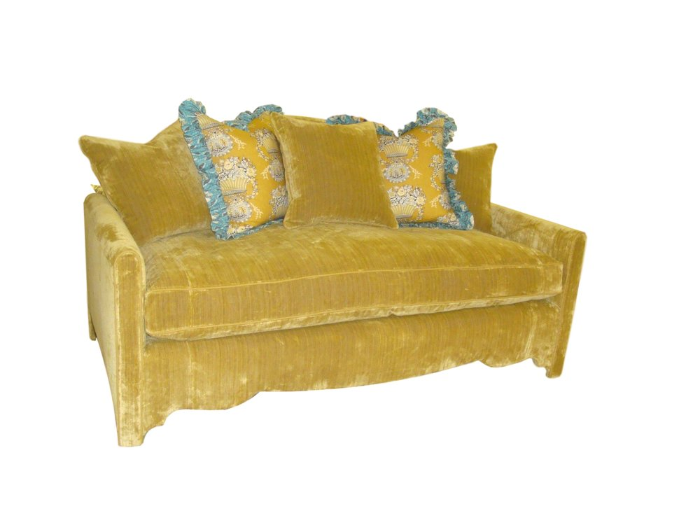 Sofa in thick Sibton fabric with wavy base all around