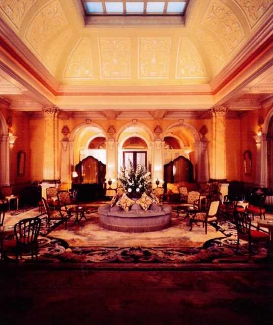The round Confidente in Claridges lobby