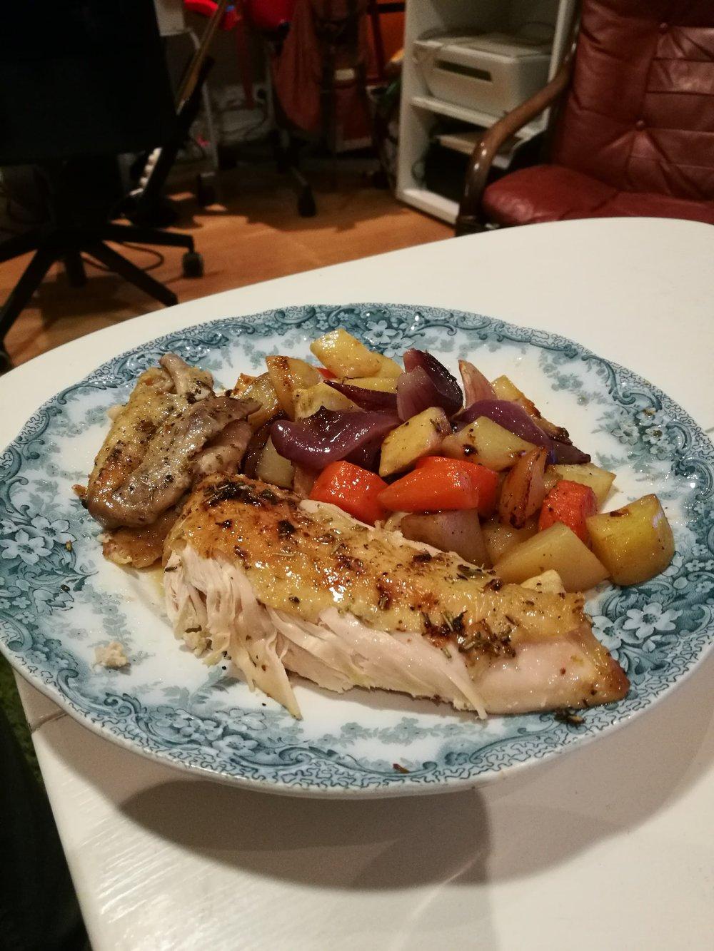 Fantastisk helstekt kylling servert av mannen i mitt liv