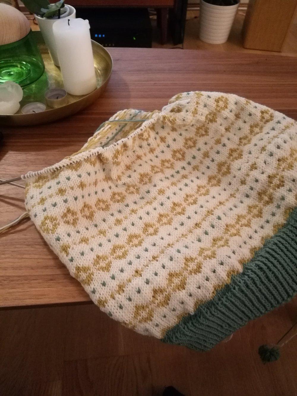 Det ble også mye strikking på denne genseren, gøygøygøy!
