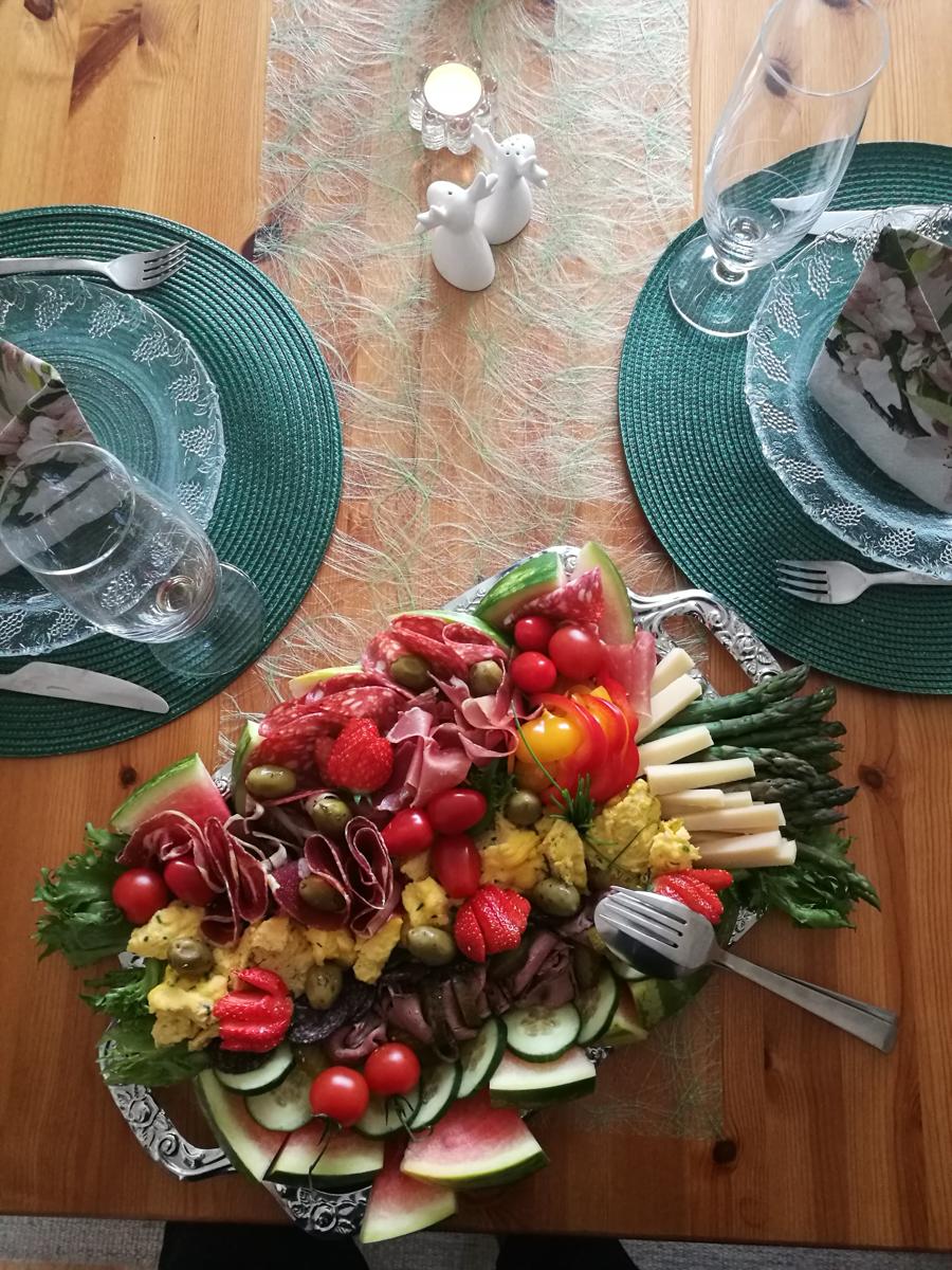 1.mai-middag hos svigers. Svigermor er dronningen av flotte matfat!