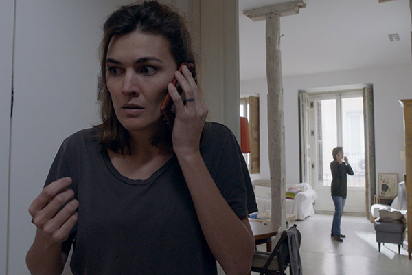 Madre - Rodrigo SorogoyenSpain – 2017 – 17.50 minWhile at home in her apartment with her own mother in Spain, a woman gets a phone call from her six-year-old son, who's on holiday in France with his father. Every parent's nightmare ensues.