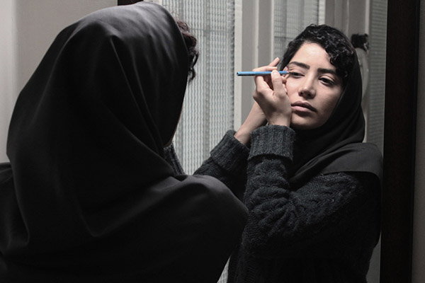 Retouch - Kaveh MazaheriIran – 2017- 19.30In the corner of the home, Maryam's husband does weightlifting. Suddenly, the weight falls on his throat and puts him between life and death...