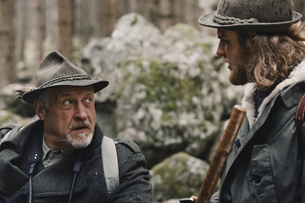 Il lupo - Benjamin ThumItaly – 2017 – 19:50 min.After years Fabian goes hunting with his father again. This time Fabian wants to prove that he is not a loser anymore. Can a dead wolf change his father's mind?