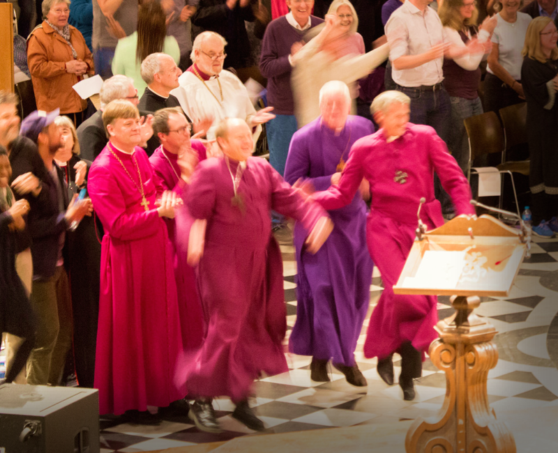 UK: Bishops dancing in St Paul's Cathedral