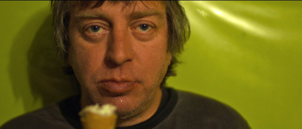 NE ME QUITTE PAS | A successful film about failure. This moving hybrid of documentary and bromance charts the lives of two Belgian alcoholics.
