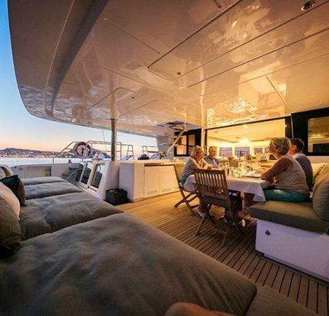 What a dinner setting! 🌠🍾🌌 . . .  #discovery #wanderlust #sailing #yachtlife #lagoon620  #bvi #virgingorda #peterisland #scrubisland #neckerisland #bviheaven #gourmet #summer2017 #luxury #thebaths #bitterend #boatbookings #yachtlife #lifeofluxury #catamaranlife #gourmet #lunchtime #lobster #champagne