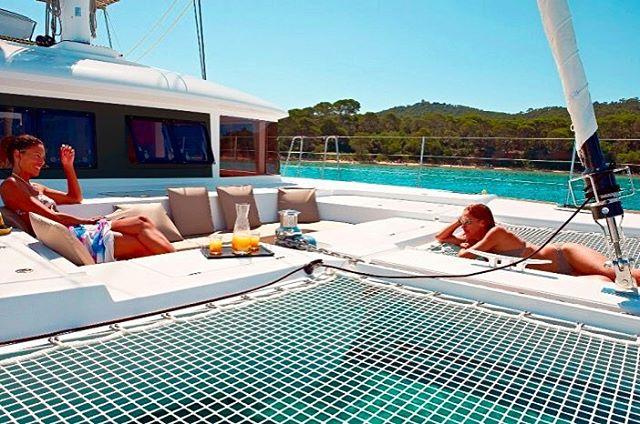Monday blues? Plan your next vacation and be inspired all week! ⛵️☀️👌 . . .  #discovery #wanderlust #sailing #yachtlife #lagooncatamaran #bvi #virgingorda #peterisland #scrubisland #neckerisland #bviheaven #gourmet #summer2017 #luxury #thebaths #bitterend #boatbookings #yachtlife #lifeofluxury #catamaranlife #gourmet #lunchtime  #champagne