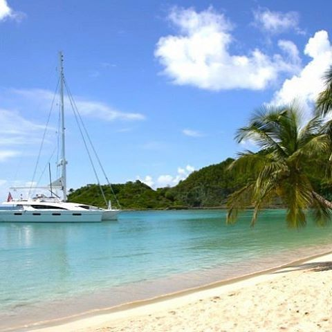 Good morning! Wake up to Virgin Islands paradise every day with us! ⛵️☀️👌 . . .  #discovery #wanderlust #sailing #yachtlife #akasha #bvi #virgingorda #peterisland #scrubisland #neckerisland #bviheaven #gourmet #summer2017 #luxury #thebaths #bitterend #boatbookings #yachtlife #lifeofluxury #catamaranlife #gourmet #sunrise #riseandshine