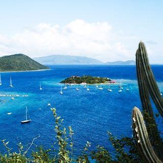 Hop from island to island in the BVI! ☀️⛵️👍 . . .  #discovery #wanderlust #sailing #yachtlife #akasha #bvi #virgingorda #peterisland #scrubisland #neckerisland #bviheaven #gourmet #summer2017 #luxury #thebaths #bitterend #boatbookings #yachtlife #lifeofluxury #catamaranlife #gourmet #sunrise #riseandshine
