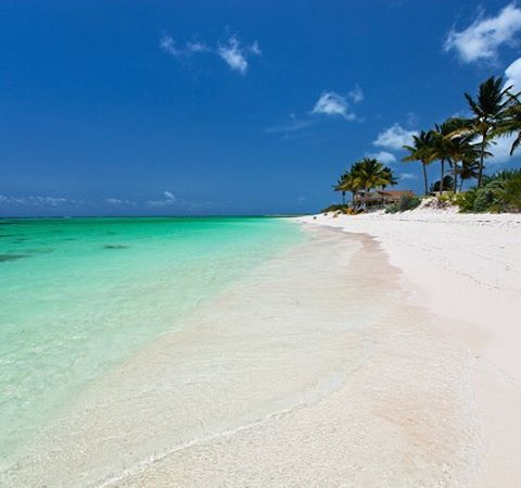 New day, new beach! 🗾⛵️🍾 . . .  #discovery #wanderlust #sailing #yachtlife #anegada #bvi #virgingorda #peterisland #scrubisland #neckerisland #bviheaven #gourmet #summer2017 #luxury #thebaths #bitterend #boatbookings #yachtlife #lifeofluxury #catamaranlife #gourmet #riseandshine