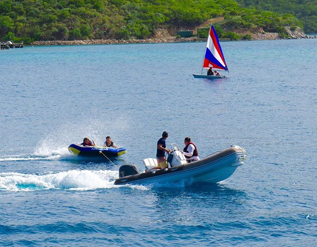 Morning water sports, every day, every week! 🗾⛵️🏄🏼 . . .  #discovery #wanderlust #sailing #yachtlife #anegada #bvi #virgingorda #peterisland #scrubisland #neckerisland #bviheaven #gourmet #summer2017 #luxury #thebaths #bitterend #boatbookings #yachtlife #lifeofluxury #catamaranlife #gourmet #riseandshine #fridayfeels #itstheweekend #tgif #lifeofluxury #bucketlist #caribbean