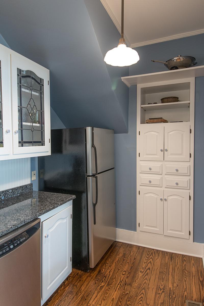 Kitchen right LR.jpg