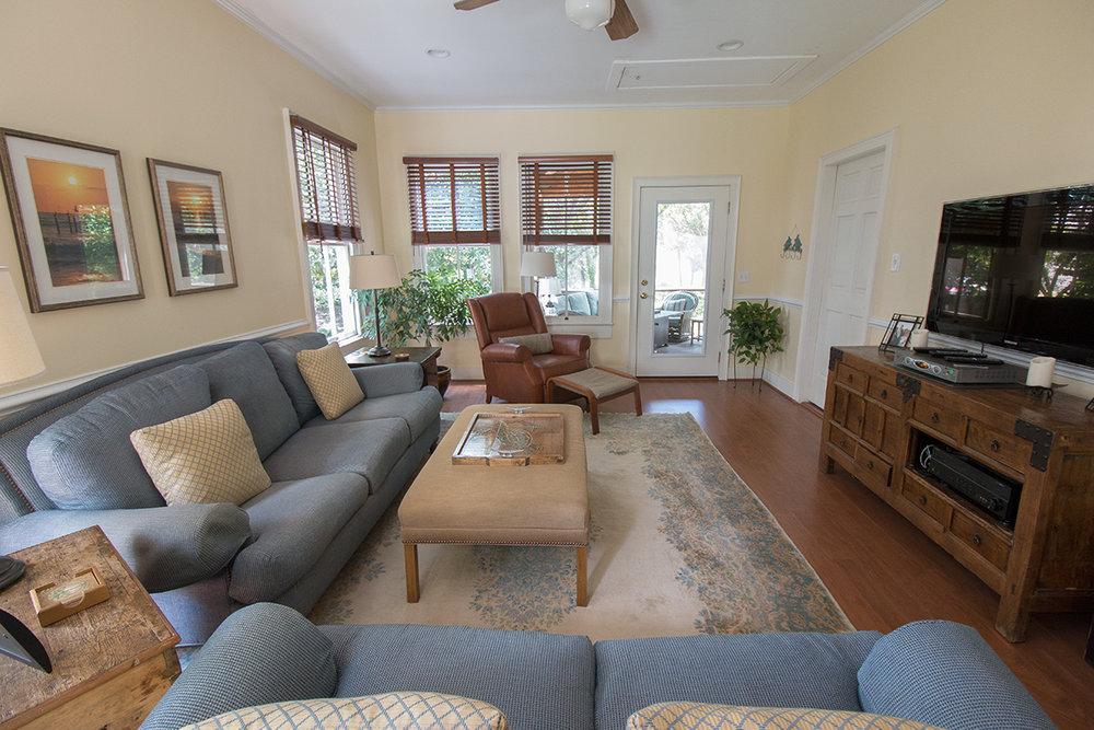 Livingroom long LR.jpg