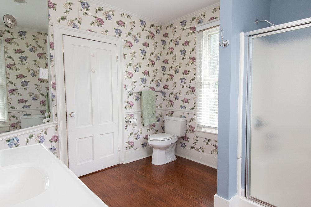 Upstair bath toilet LR.jpg